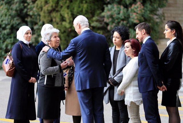 El enviado especial de la ONU para Siria, Staffan de Mistura, con mujeres sirias