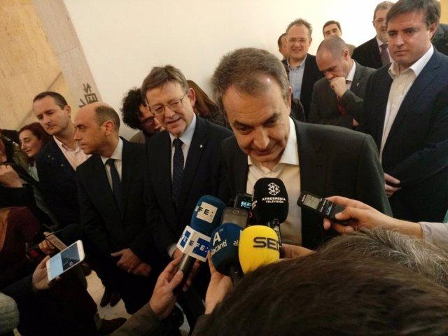 Zapatero atiende a los medios en Alicante