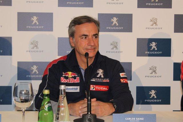 Carlos Sainz en la presentación del nuevo coche