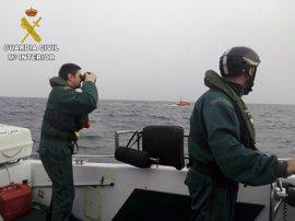 Rescatan a un tripulante de una embarcación frente a Vila Joiosa y buscan a otro desaparecido