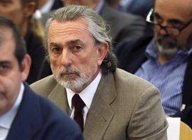 La defensa de Correa pide que se investigue por qué comparece en el juicio, a pesar de que el juez le dispensó