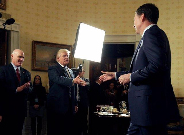 El presidente Donald Trump y el director del FBI, James Comey