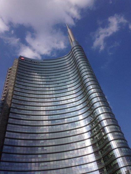 UniCredit cae un 2% en Bolsa tras completar el 99,8% de su ampliación de capital