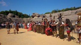 Jornadas de recreación histórica en Itálica con legionarios, gladiadores, gastronomía y cultos