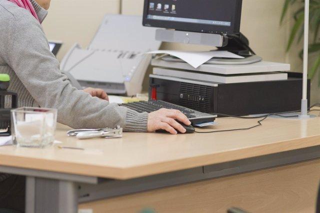 Trabajador en una oficina