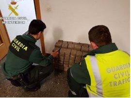 Detenido un joven en Sagunto por llevar 90 kilos de hachís en el doble fondo del coche