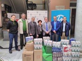 Emasesa entrega media tonelada de alimentos para la campaña de recogida organizada por el Ateneo de Sevilla