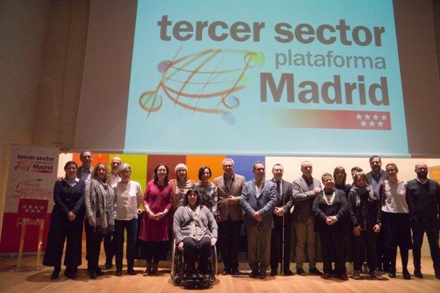 Miembros de la Plataforma del Tercer Sector con el consejero Carlos Izquierdo