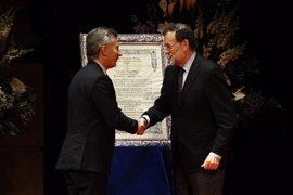 Macri recibe el Premio Nueva Economía con la promesa de restaurar la amistad histórica con España