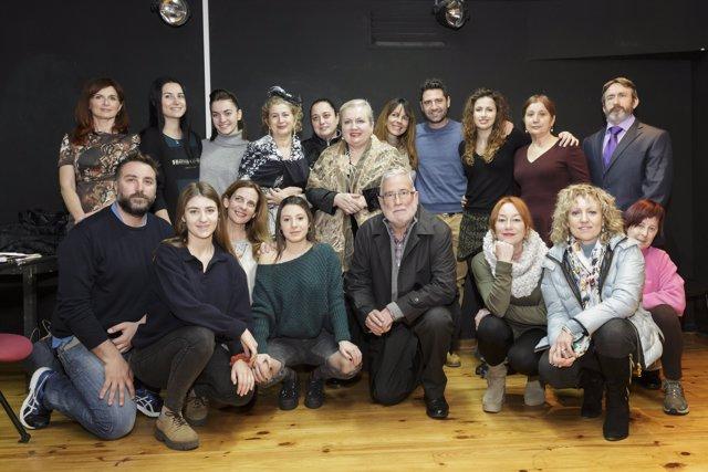 Díaz Tezanos y Ramón Ruiz hacen una visita al taller de cine