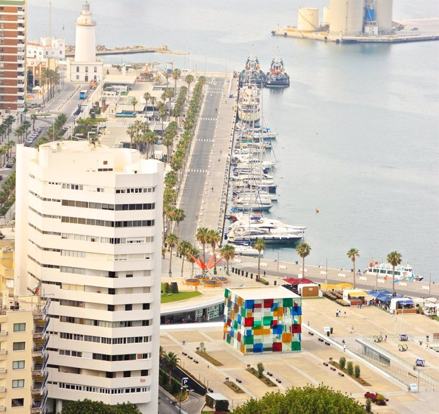 Puerto Farola Muelle Uno Pompidou Málaga cultura barcos náutico ciudad mar