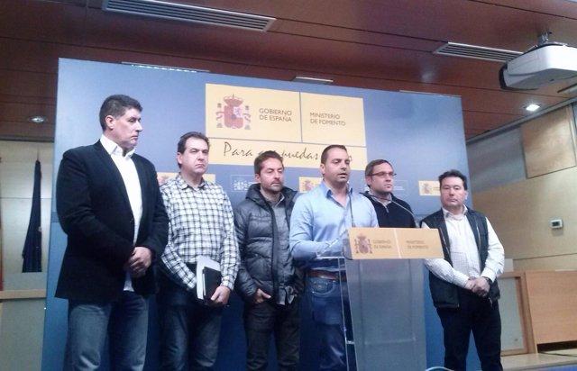 Antolín Gayo, dirigente de Coordinadora y otros representantes de estibadores