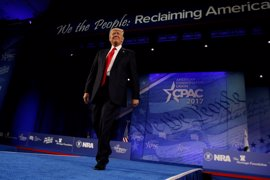 Trump exalta el aumento de gasto militar y la velocidad de sus planes para levantar el muro