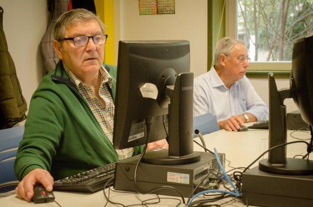 Personas mayores, centro de mayores, jubilados, jubilado, jubilación