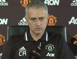 Mourinho 'homenajea' a Ranieri con sus iniciales en la camiseta