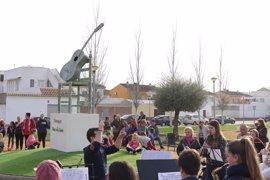 Tocina estrena un monumento dedicado a Paco de Lucía con motivo del tercer aniversario de su muerte