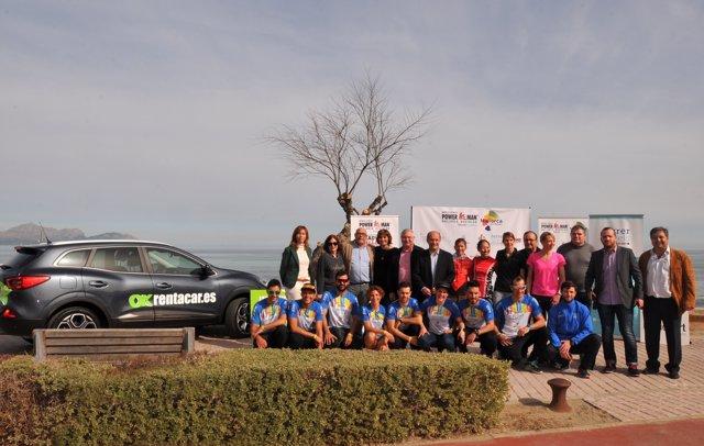 Margalida Portells con los organizadores del II Duatlón Powerman en Mallorca