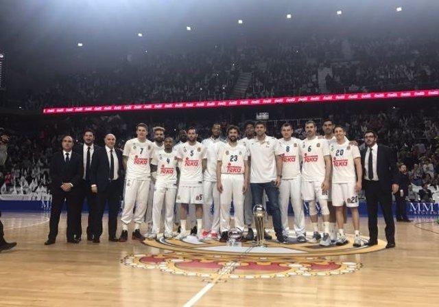 El Real Madrid brinda la Copa al Palacio