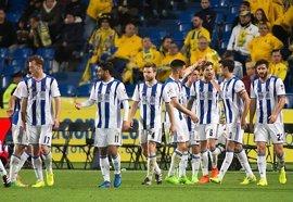 La Real Sociedad supera a Las Palmas y sigue peleando por la 'Champions'