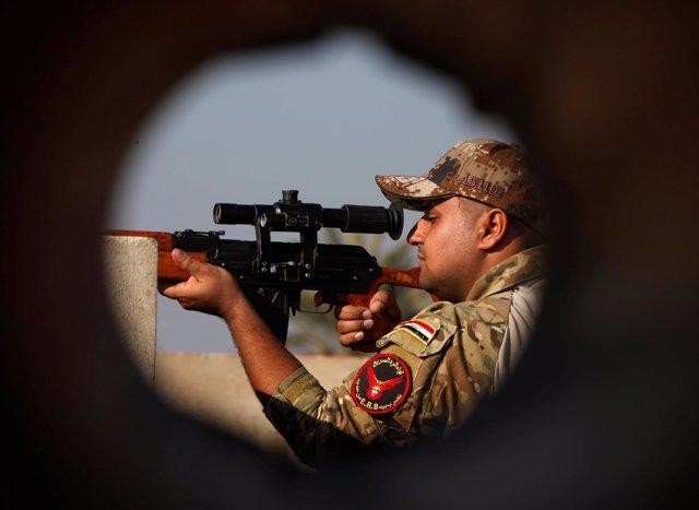 Un miembro de las fuerzas iraquíes en Irak