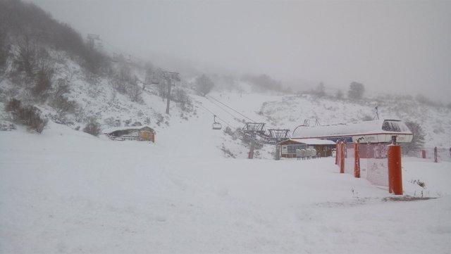 Estación invernal de Fuentes de Invierno, nieve, esquí, esquiar