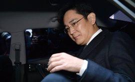 Los fiscales vuelven a interrogar al heredero de Samsung por cuarta vez en una semana