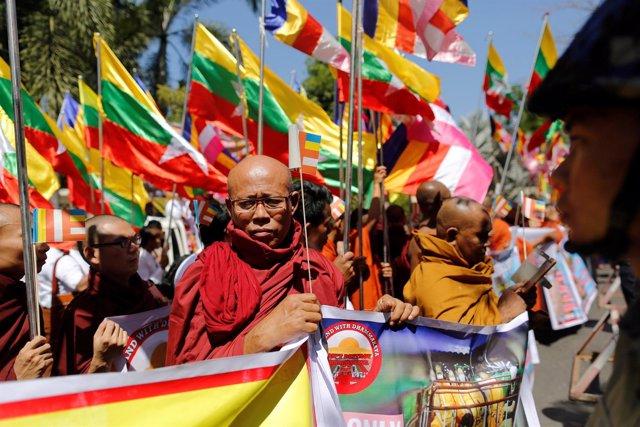 Protestas monjes budistas frente a Embajada tailandesa en Birmania