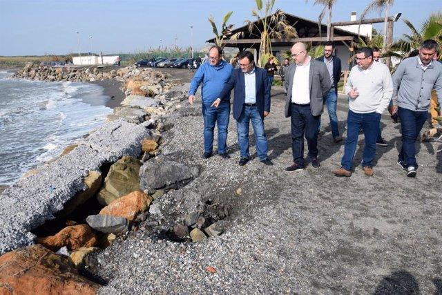Heredia visita las playas de Torre del Mar en Vélez