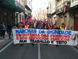 Más de 1.000 manifestantes recorren el centro de A Coruña al grito de 'Pan, traballo e teito'
