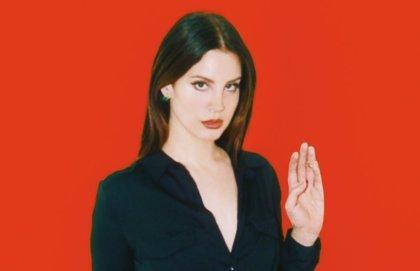 Lana del Rey quiere echar a Trump de la Casa Blanca a base de brujería