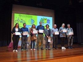 Ocho agentes comunitarios reciben un reconocimiento por su labor en la campaña 'Zaragoza recicla'