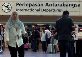 """Las autoridades malasias declaran """"lugar seguro"""" el aeropuerto de Kuala Lumpur"""