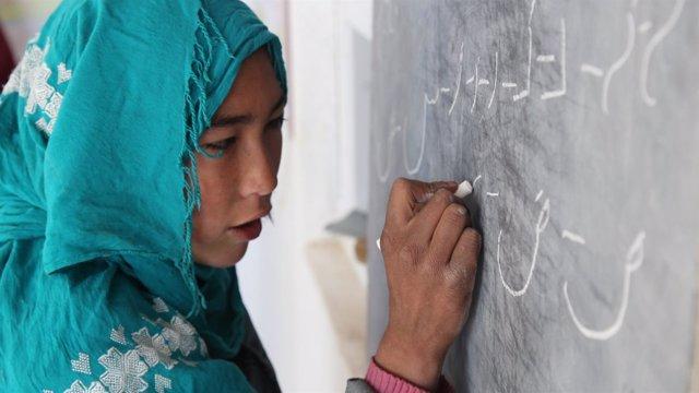 Jadija, niña afgana discapacitada que lucha por su educación en Afganistán