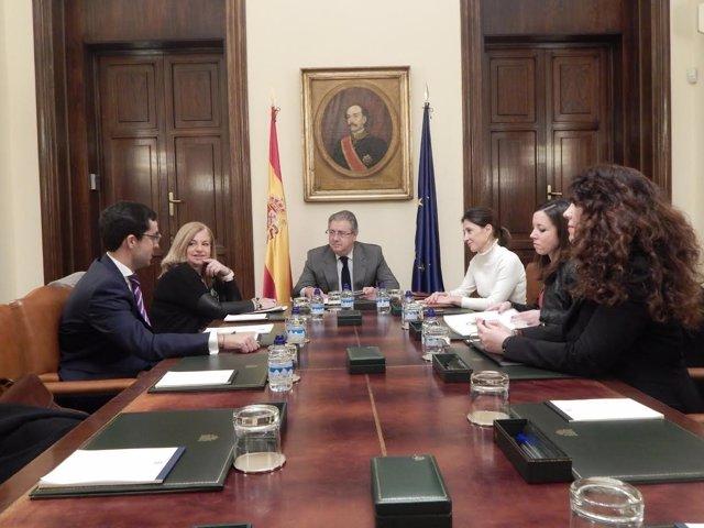 Zoido se reúne con representantes de Covite en el Ministerio del Interior
