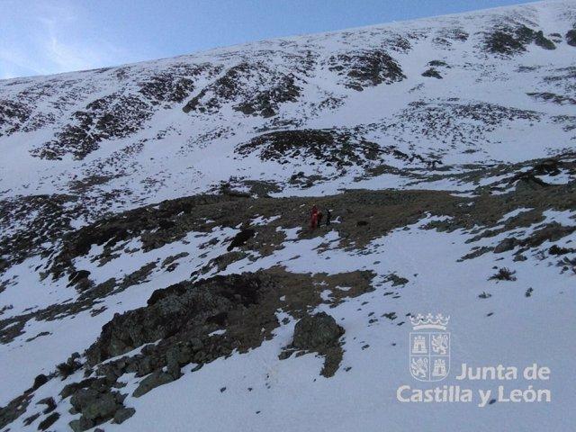 Burgos.- Momento del rescate de un montañero en el Pico San Millán