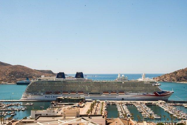 Crucero en el puerto de Cartagena