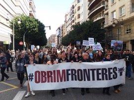 """Cientos de personas claman en València contra una Europa """"fortaleza"""" para los refugiados"""