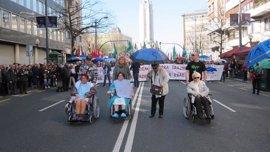 """Cientos de personas piden a la Diputación de Bizkaia que asuma su """"responsabilidad"""" en el conflicto de las residencias"""