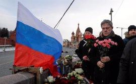 Miles de personas marchan en Moscú para conmemorar el asesinato del líder opositor Boris Nemtsov