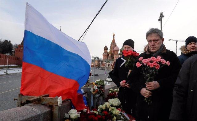 Miles de personas en Moscú para conmemorar el asesinato de Boris Nemtsov