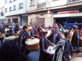 Verín celebra su tradicional desfile de carrozas cargado de sátira política, con Trump y Urdangarín como protagonistas