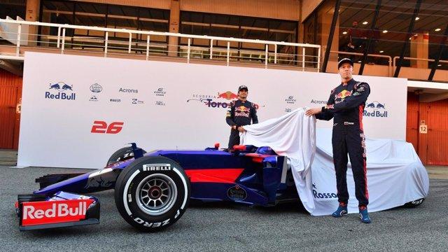 Toro Rosso presenta su novedoso STR12 en Barcelona