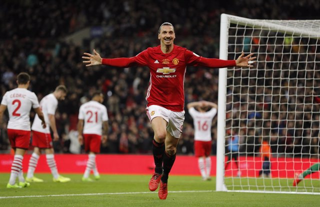 Ibrahimovic da al United de Mourinho su quinta Capital One Cup