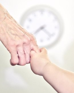 Manos, abuelo, nieto, reloj, niño, abuela
