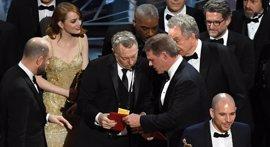 """Emma Stone, tras dislate de los Oscar: """"Tuve mi tarjeta conmigo todo el tiempo"""""""