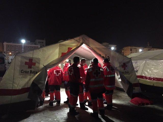 Dispositivo de Cruz Roja en el puerto por la llegada de inmigrantes