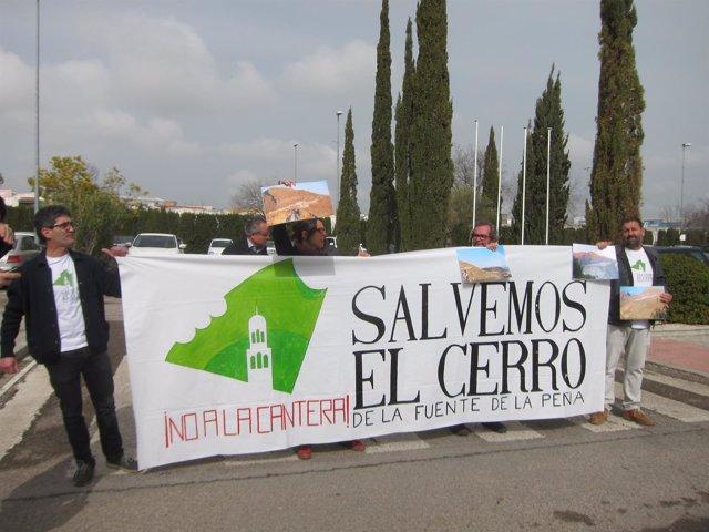 Protesta Exigiendo El Cierre De La Cantera