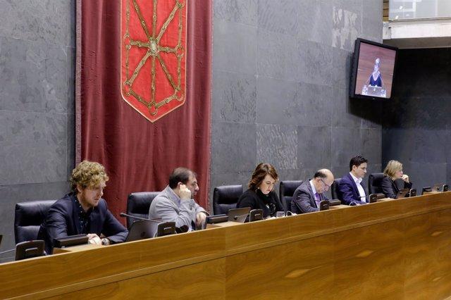 Mesa del Parlamento de Navarra.