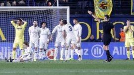 """Gil Manzano denuncia un cartel de """"LADRONES"""" que encontró sobre su coche en Villarreal"""