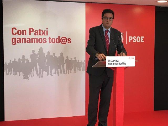 El coordinador de la precampaña de Patxi López, Óscar López